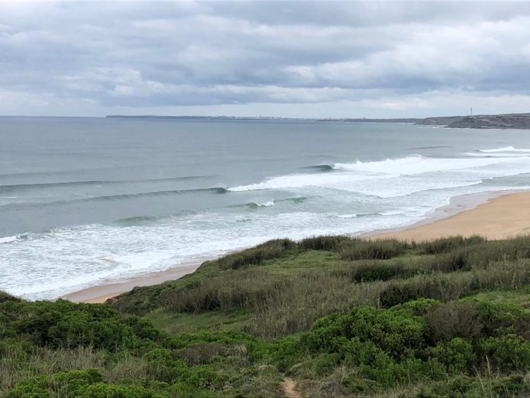empty waves in portugal under COVID19